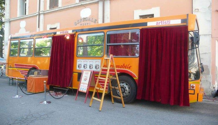 Il teatrobus di Girovago & Rondella