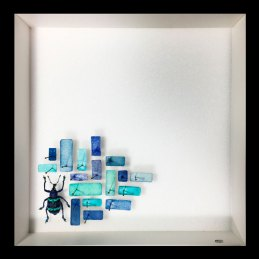 n.57, Alice Padovani, About coloured matter #7, 2017, tecnica mista | assemblaggio in teca entomologica: acquerello su cartellini per la classificazione, spilli, un coleottero, cm 20 x 20 x 5