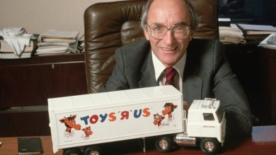 "Photo of Toys ""R"" Us Founder Charles Lazarus Dies"