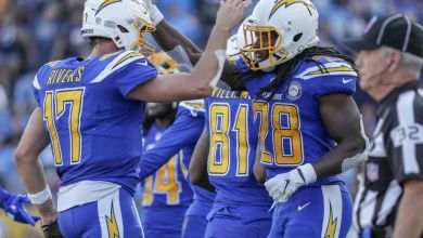 Photo of Rivers' Record-Breaking Day Leads Chargers Past the Cardinals