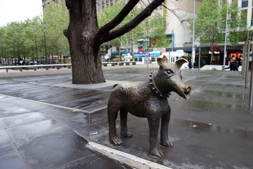 Public art 'Larry La Trobe', a friendly dog on Swanston Street