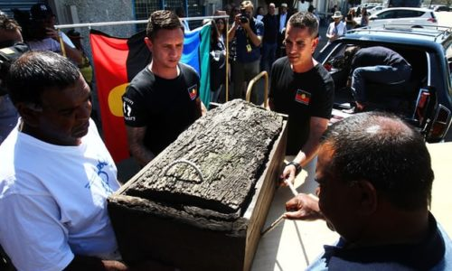 Mungo Man in his 8 000 year old coffin