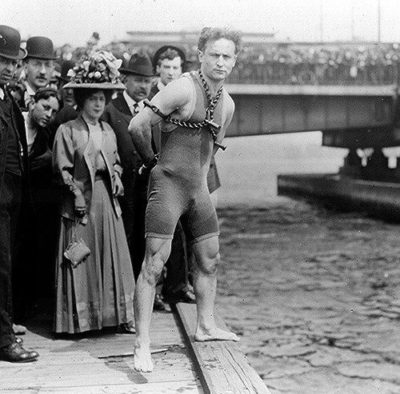 When Houdini Came to Melbourne: preparing to dive into the Yarra