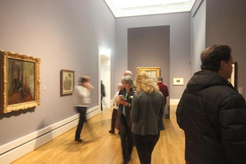 """Besucher in der Ausstellung """"Degas - Klassik und Experiment"""" (Foto: Tanja Neumann)"""