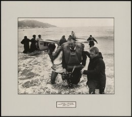 """Wahine"" survivors coming ashore at Seatoun, April 1968."