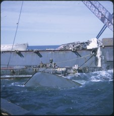 Preparing to lift the bridge from the TEV Wahine wreck