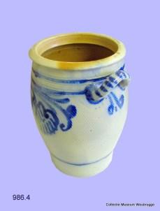 Keulse pot. Dit is een stenen pot die eeuwenlang gebruikt werd voor het inleggen van groente, vlees en eieren.