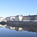 La ville de Château-Gontier sur les bords de la Mayenne.