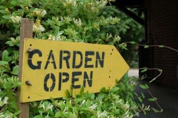 Gardens-Open-sign