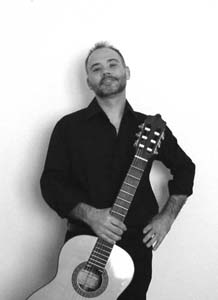 Foto di Enzo Crotti con chitarra
