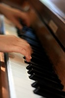 Main su pianoforte
