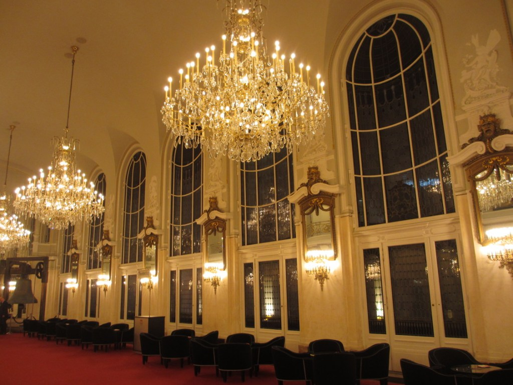 Theater des Westens, second-floor foyer