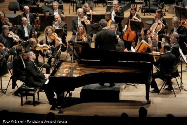 Al pianoforte: Alberto Nosè