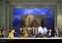 """Dulcamara decreta il successo dell' """"Elisir D'Amore"""" al Teatro La Fenice di Venezia."""