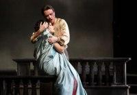 Anna Netrebko è Tosca al Teatro alla Scala di Milano.