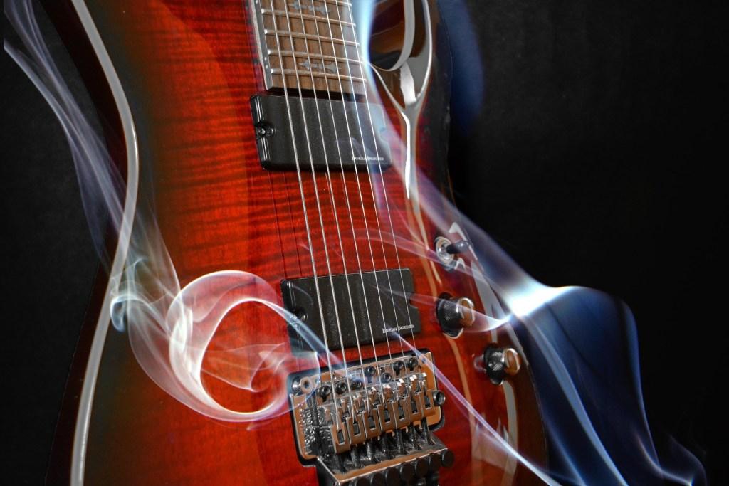 Guitarra que echa humo