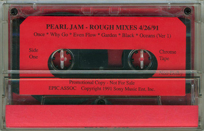 Cassete con los Rough mixes de Pearl Jam