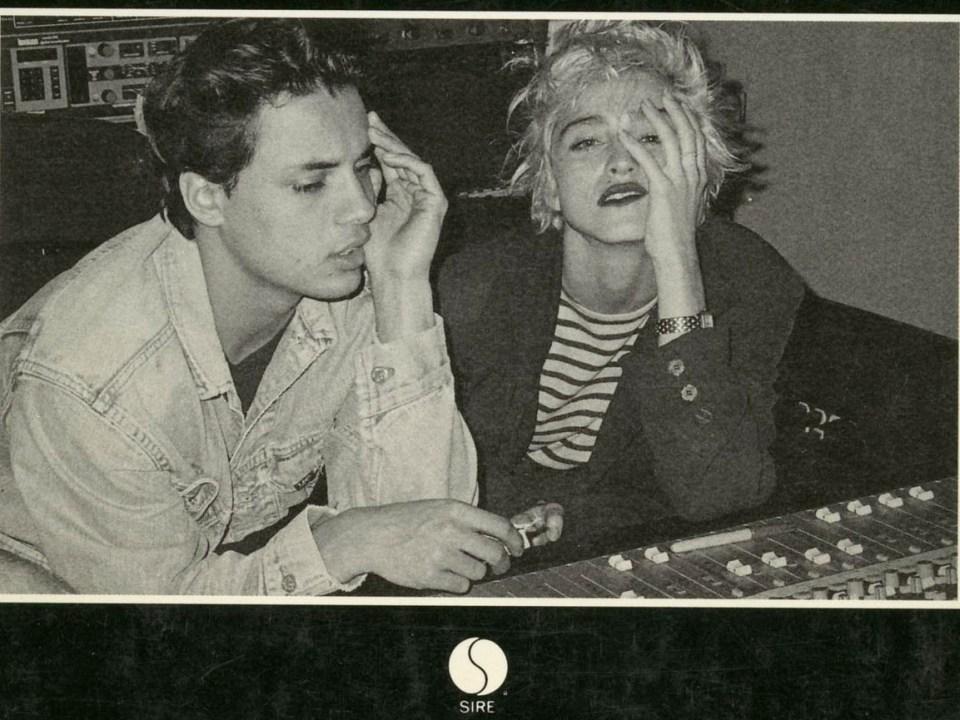 Nick Kamen y Madonna, pensativos ante la mesa de mezclas