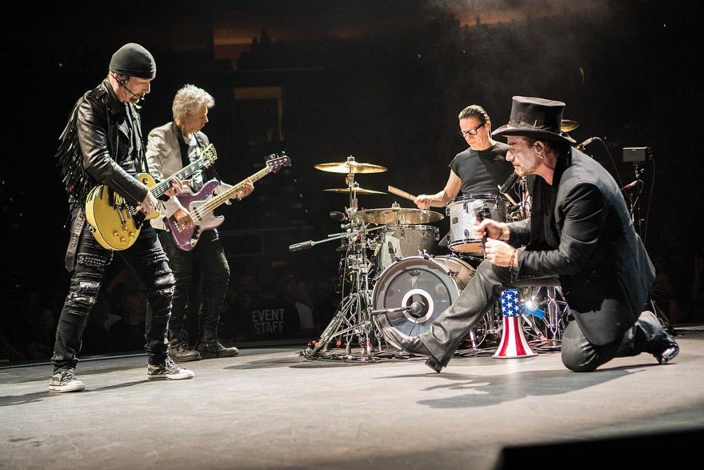 U2, en el concierto que abrió la gira, en Tulsa