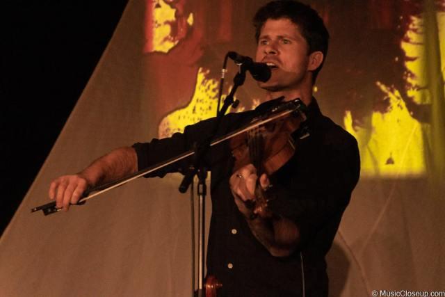 Seth Lakeman playing the fiddle