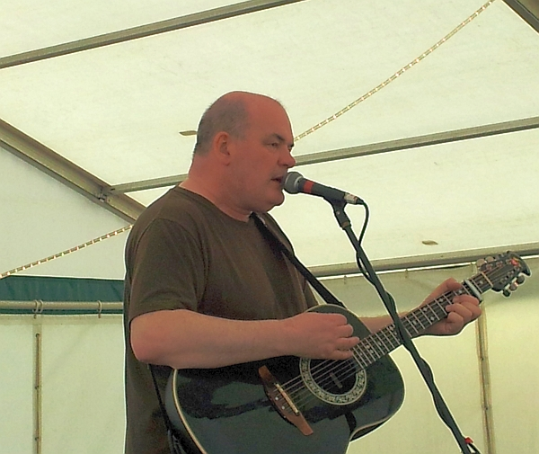 Singer Kevin Hewick on the Acoustic stage at Foxton