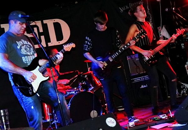 Night Crawlers at The Shed, 16th September 2016. Photo: Kevin Gaughan.