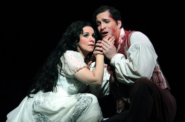 Angela Gheorghiu & Riccardo Massi(Photo: Catherine Ashmore)