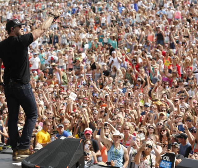 Fans Pack The Chevrolet Riverfront Stage During Chase Rices Performance Friday For The First Time
