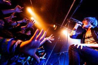 <写真>熱唱するサンエルのボーカルGlielmo Ko-ichi