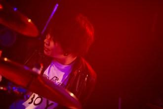 <写真>ツアー初日公演でビートを刻んだギルガメッシュЯyo(Dr)