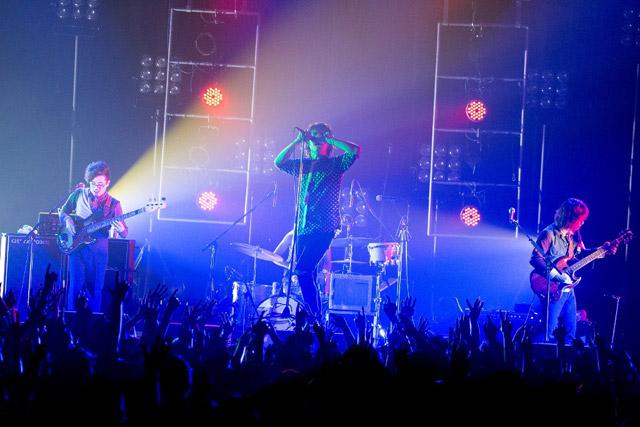 <写真>最長ツアーのファイナル公演を行ったOKAMOTO'S