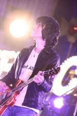 サイケデリックなギターを奏でる古市コータローのギター(撮影・柴田恵理)