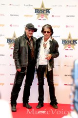 ジョニー・デップ(左)とエアロスミスのジョー・ペリー(撮影・松尾模糊)