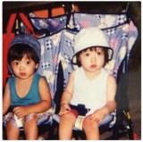 橋本環奈が公開した双子の兄との幼少時代の写真。ファンの間で「可愛い」と話題を集めている(橋本環奈のツイッターより)