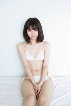 水着グラビアに挑戦した江野沢愛美の一部カット