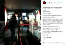 お忍びで訪れたことを報告するB'z稲葉浩志(Instagramより@bz_official_insta)