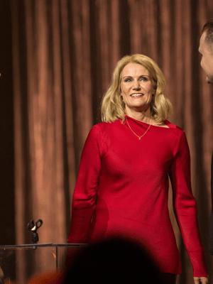 Suspekt får overrakt pris af Helle Thorning Schmidt (Foto: Per Arnesen )