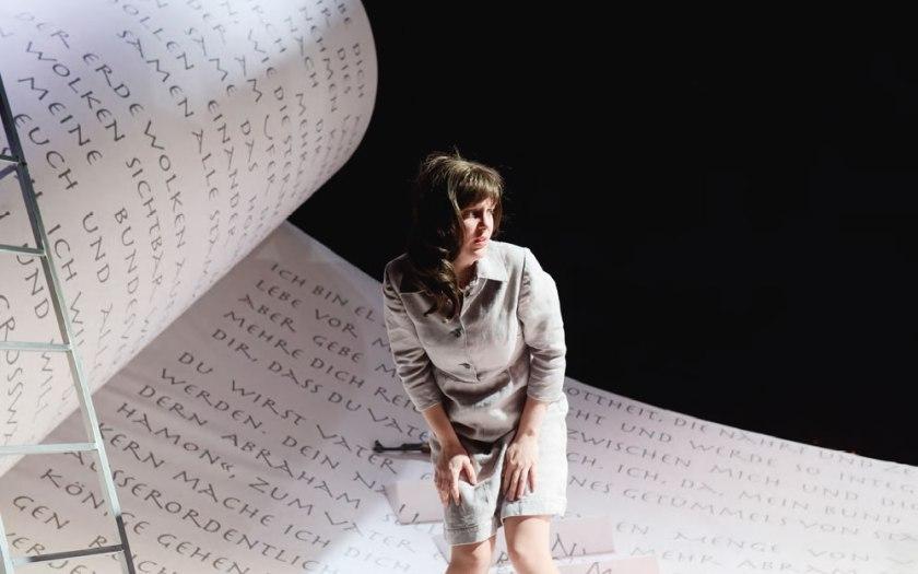 Julie Martin du Theil als Hagar in Magdeburg. Foto: Nilz Böhme