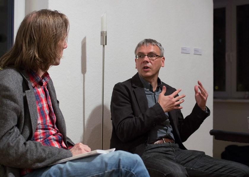 Harry Lehmann im Gespräch. Foto: Hufner