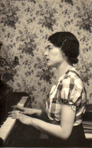La jeune Solange Bouquin (future Mme Boulesteix)