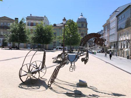 A bronze statue honoring Lugo's Roman history