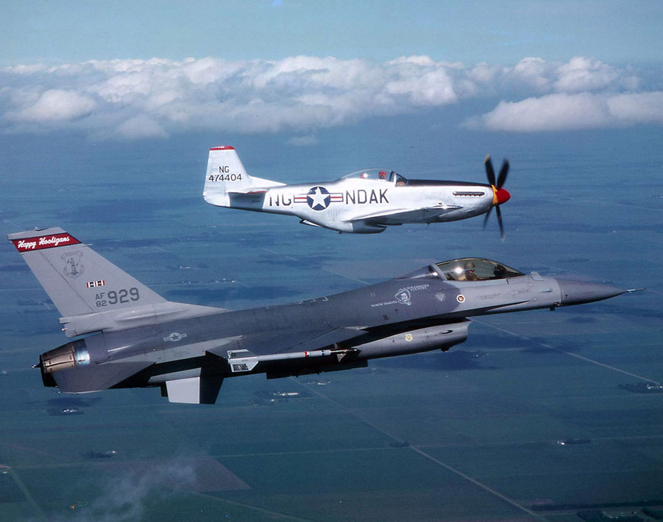 P-51 Mustang kontra F-16 Falcon