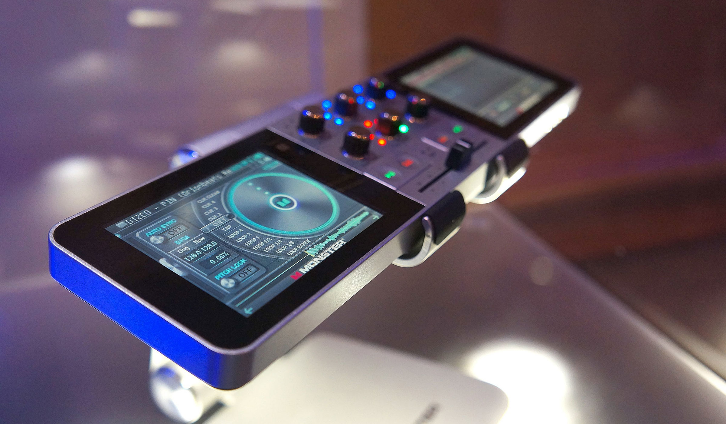 MONSTER GO DJ PORTABLE MIXER DIGITAL TURNTABLE