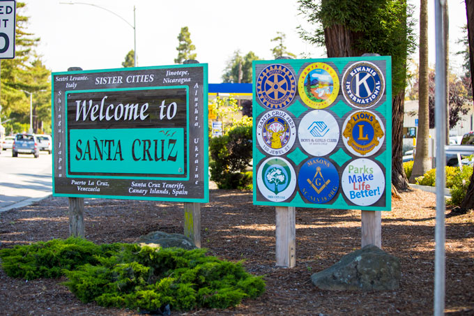 Northern California Welcome to Santa Cruz sign