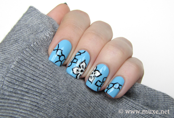 Rose And Denim Inspired Nail Art This Design Looks Very Pretty In Blue