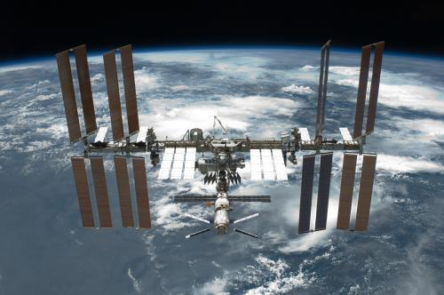 STS 134 International Space Station after undockingDebian gobernará los portátiles de la Estación Espacial Internacional