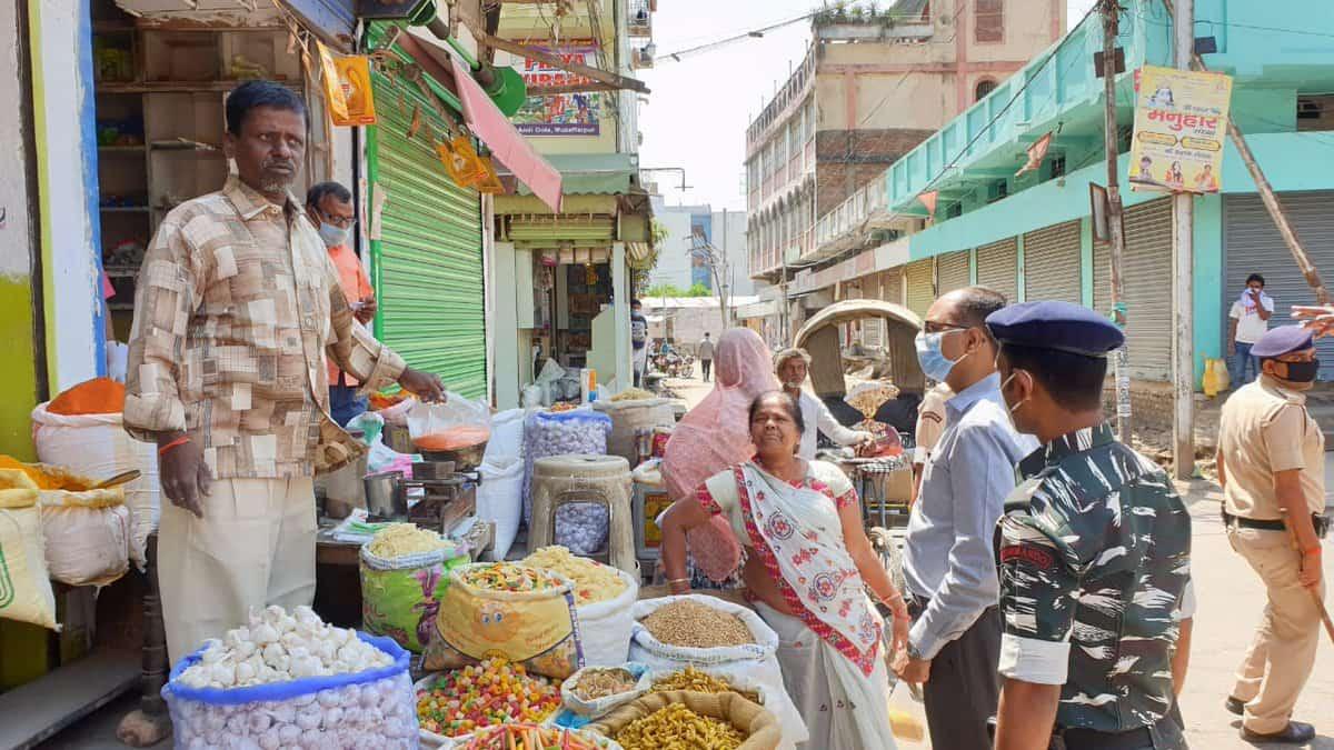 Muzaffarpur DM today has inspected Wholesale and Retail Shops at Gola Road