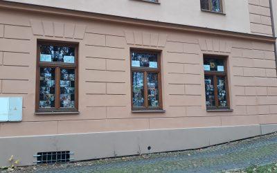 Výstava v oknech