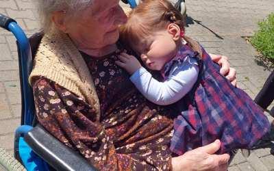 Panenky potěšily klienty Domova pro seniory Mimoň