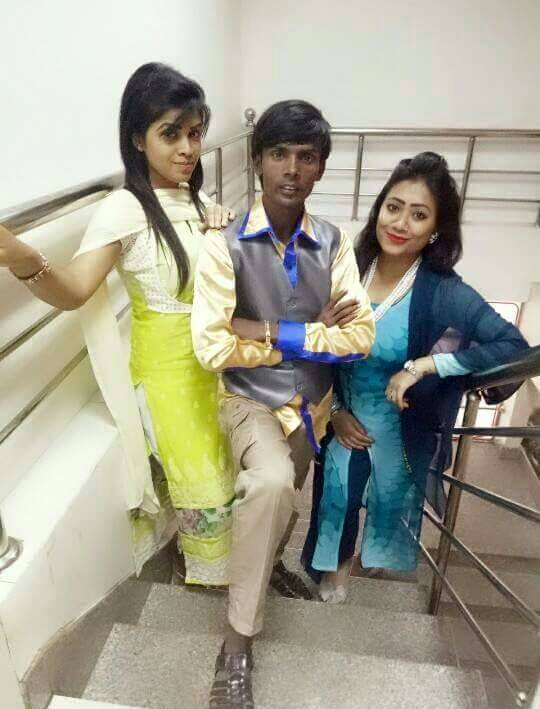 Hero Alom With Girls Picture